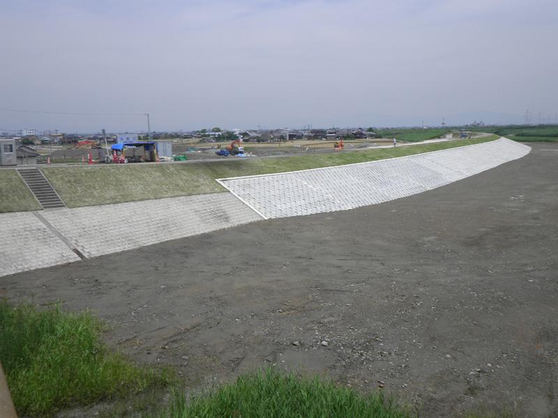 九州北部豪雨決壊場所」矢部川六合地区堤防護岸災害復旧工事
